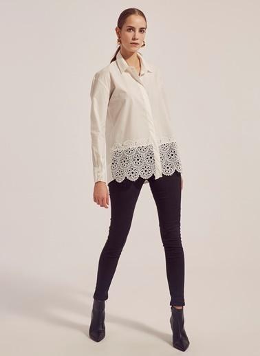 Monamoda Eteği Güpürlü Gömlek Beyaz